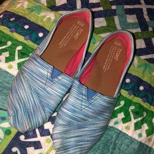 Toms 7.5 classic blue & white slip on